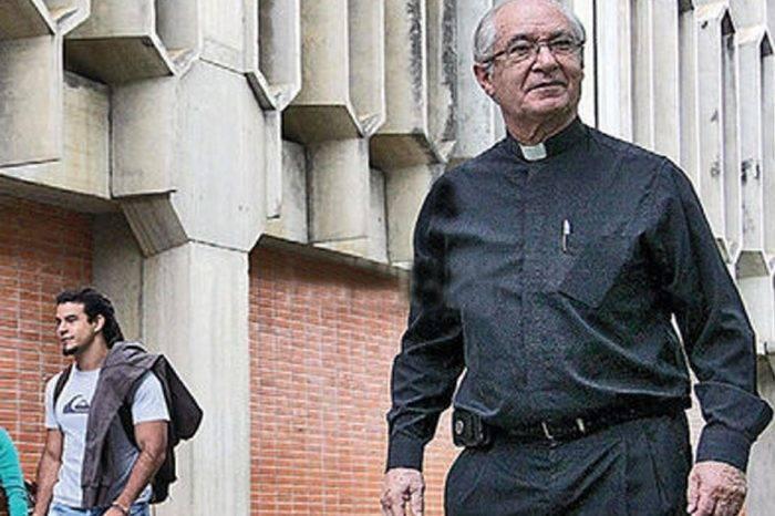 La sotana que camina, porJesús Rafael González