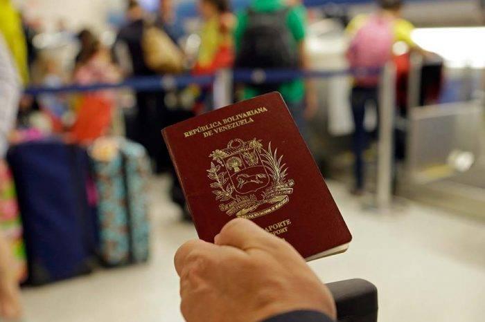"""Pasaporte nuevo podría costar más de $2.000 por """"debajo de cuerdas"""""""