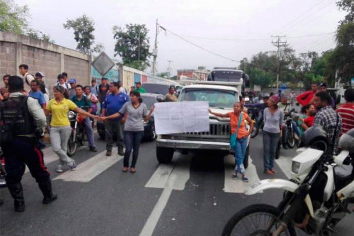 Ausencia de agua en municipios de Miranda genera protestas incesantes