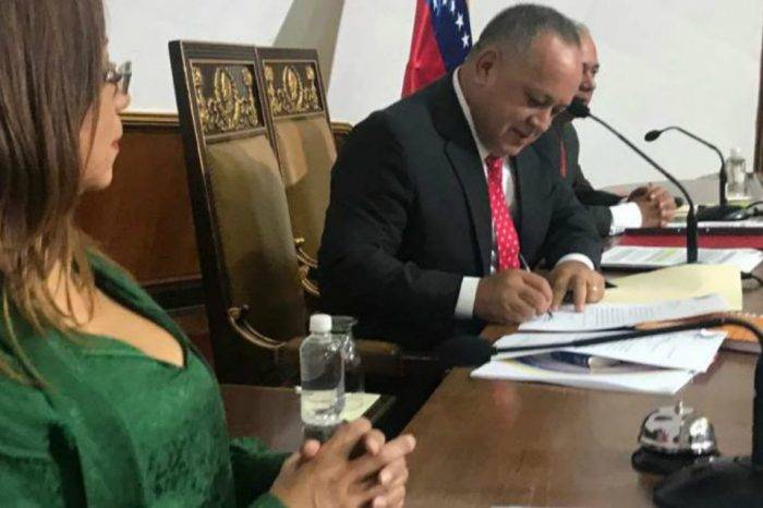 Constituyente podría convocar referendo revocatorio de diputados de la AN para este año