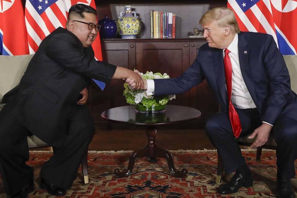 Trump y Kim se dieron la mano