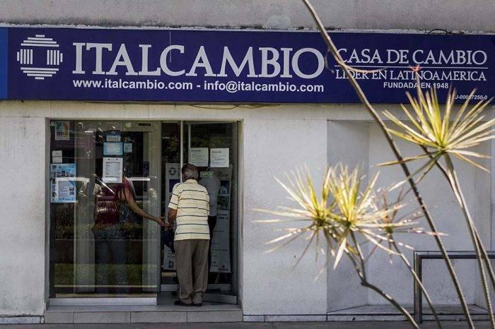 Casas de cambio se preparan para activar la compra y venta de divisas al público