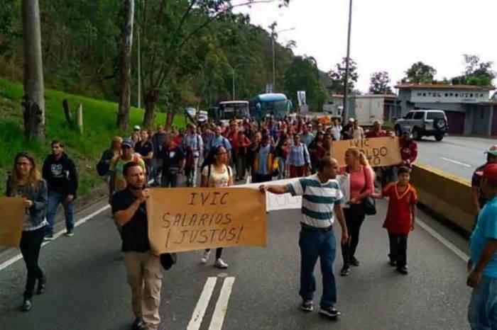 Trabajadores del IVIC cerraron la Panamericana para exigir mejoras salariales