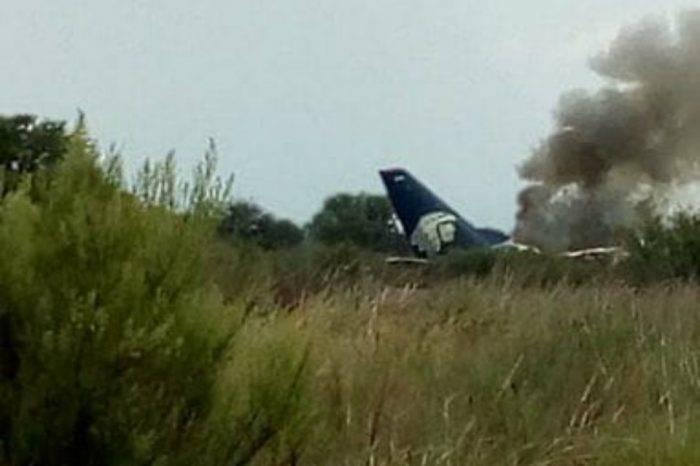 Pasajeros de avión accidentado en México siguen con atención médica