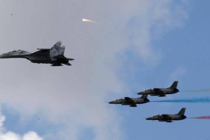 Una fuerza aérea venezolana en picada