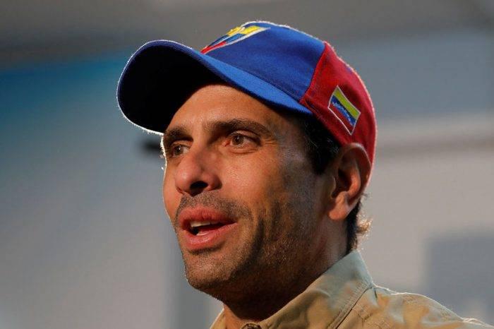 """Capriles pide a los que están fuera """"no sean destructores"""" de los que siguen en Venezuela"""