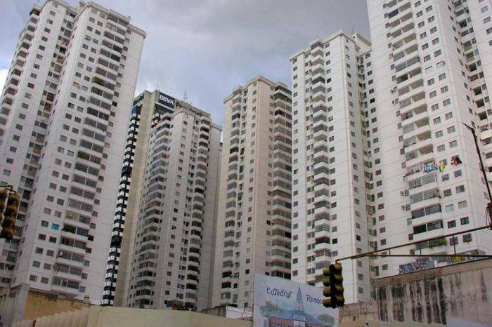 La implosión de los condominios, por Tony Rivera Chávez