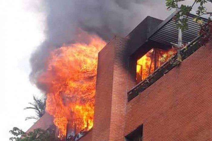 Bomberos controlan incendio en penthouse de edificio en Altamira