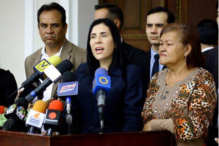 Larissa González: El Gobierno se acuerda de la gente cuando los ve con el agua al cuello