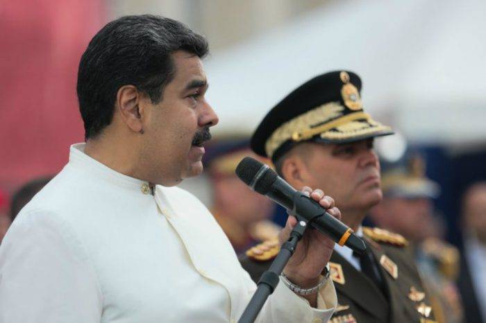 Maduro ratifica a Padrino López como ministro de la Defensa