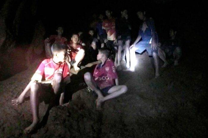 Rescatan al quinto niño atrapado en cueva tailandesa