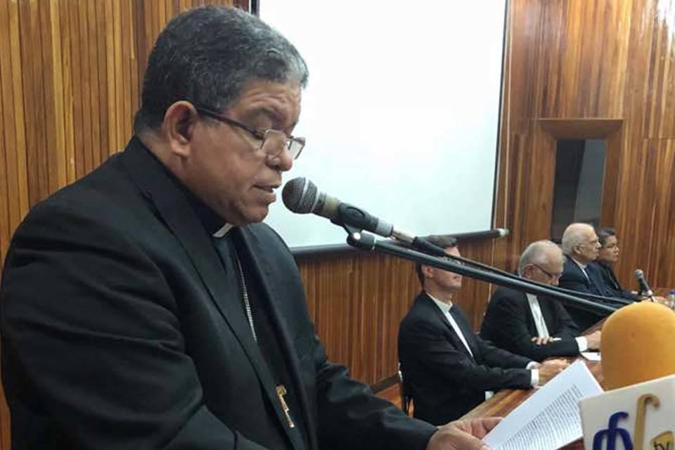Monseñor Jose Luis Azuaje La Chinita