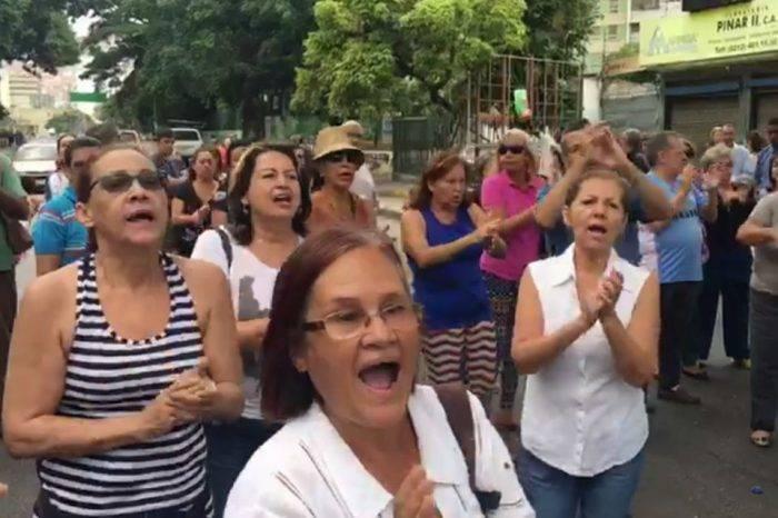 Protestas por el agua continúan en toda Caracas