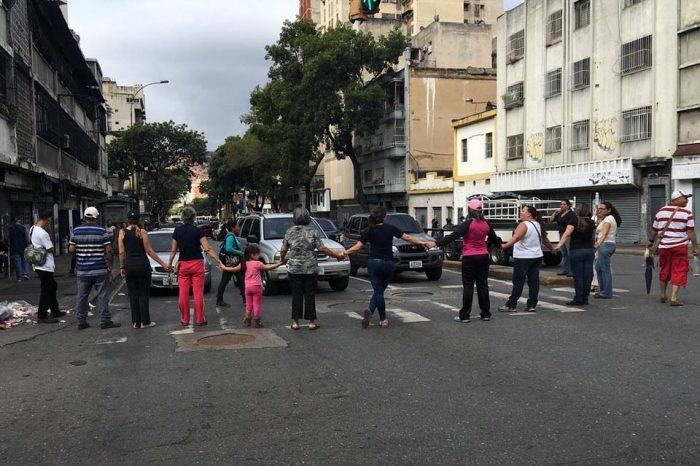 En sectores del Área Metropolitana de Caracas se protesta por agua y el pasaje mínimo