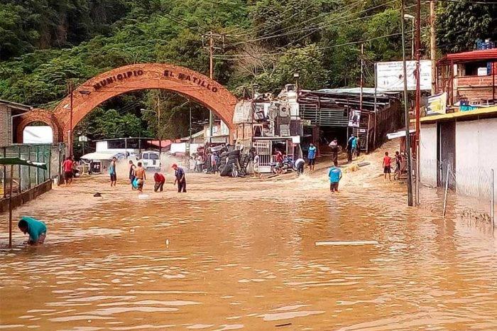 Ruptura de tubo matriz de Hidrocapital inunda sector de El Hatillo