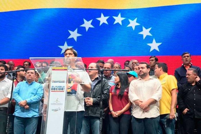 El suicidio de la dirigencia democrática, por Gonzalo González