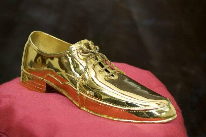 Los Zapatos de la discordia, por Tulio Ramírez