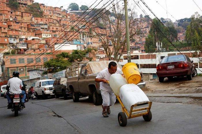 Más de un mes sin agua pasan 80% de las zonas del municipio Sucre (IV)