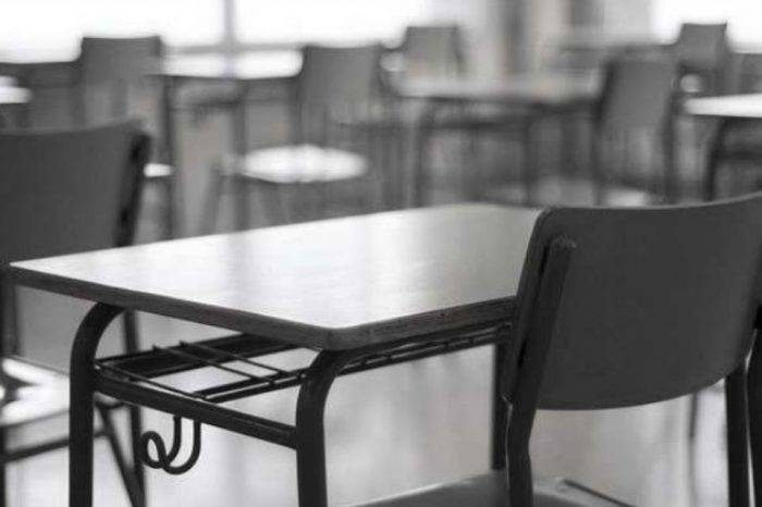 """Asamblea de Educación alerta que profesores """"dejan al garete"""" las clases para rebuscarse"""