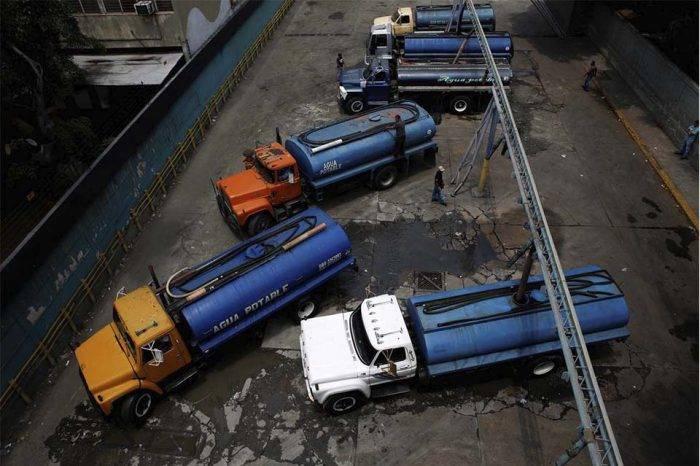 Con 14 cisternas dan agua a hospitales y comunidades de Miranda, según Héctor Rodríguez