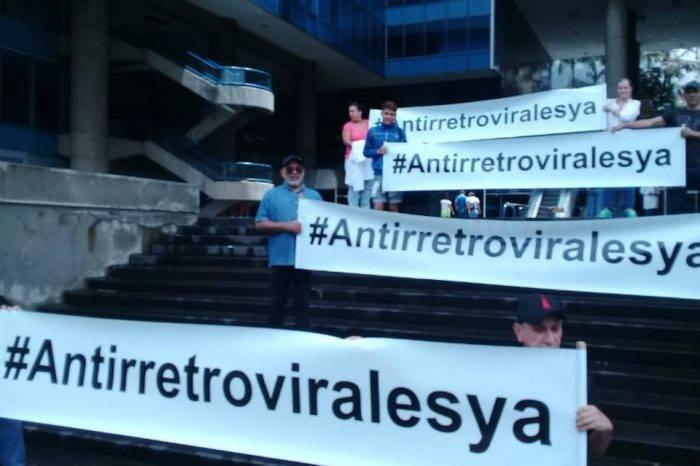 Médicos exigieron al gobierno la compra de antirretrovirales en la marcha Lgbti