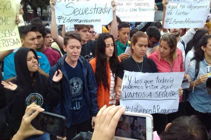"""Familiares de Requesens acusan al Gobierno de querer sembrar """"falsas"""" evidencias"""