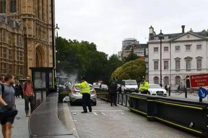 Autoridades investigan si accidente en el Parlamento de Londres se trata de un atentado