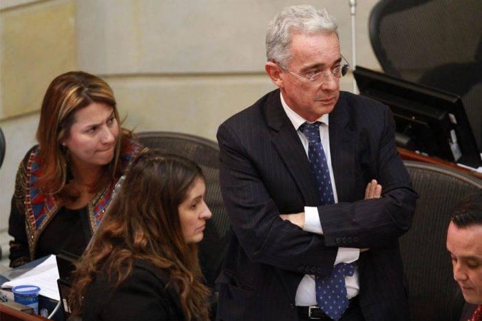 Álvaro Uribe desiste de su decisión de renunciar al Senado de Colombia