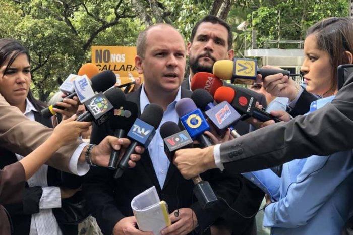 Diputados de la AN llevan informe sobre Juan Requesens a la Nunciatura