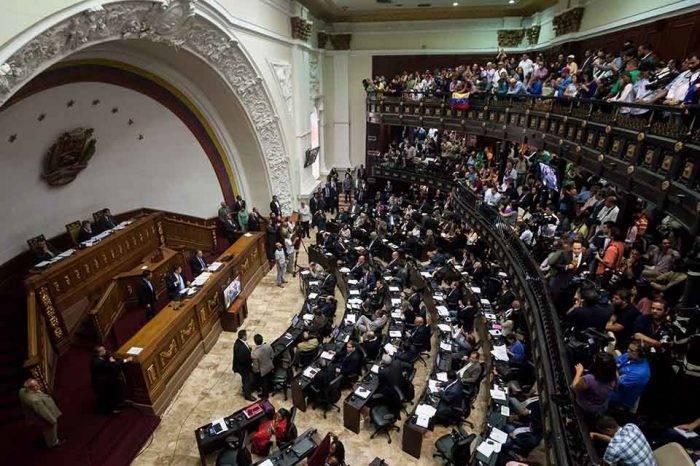 AN exige investigar presunto atentado contra Maduro