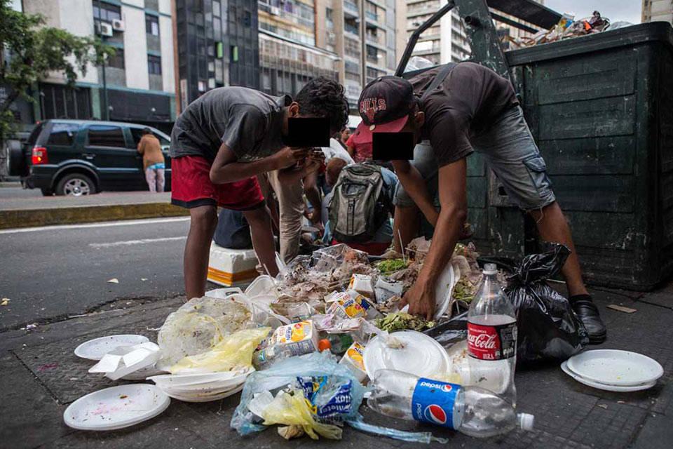 Comiendo basura. Foto: El Biyuyo
