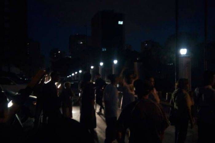 Reprimen protesta por fallas eléctricas en los alrededores de Miraflores