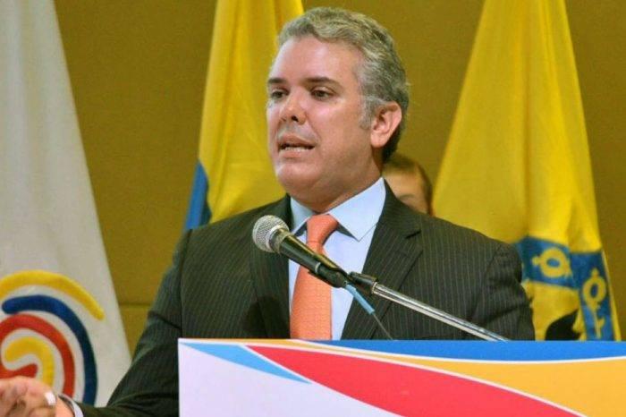 Duque asume presidencia de Colombia en medio de aumento de tensiones con Venezuela