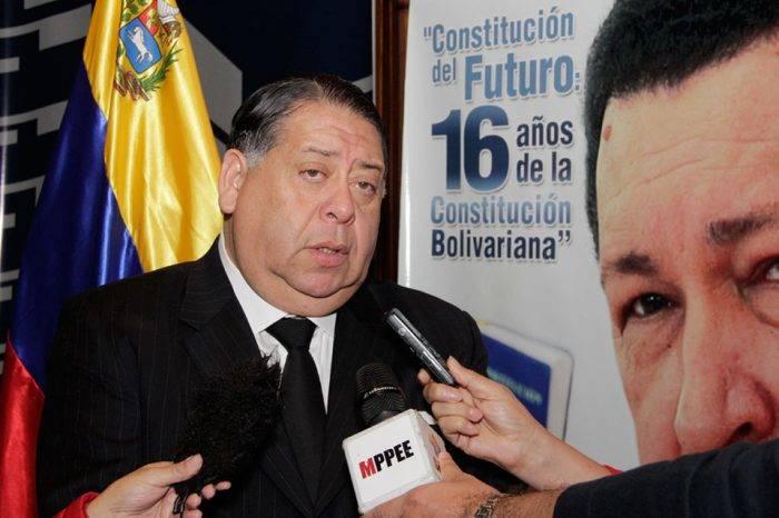 """Escarrá aseguró que en caso de """"atentado"""" contra Maduro se ha respetado el debido proceso"""