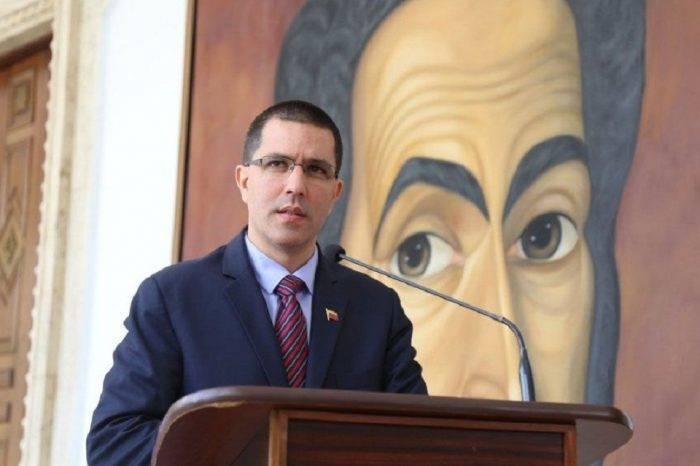 """Gobierno rechaza que la UE no se crea la tesis sobre el """"atentado"""" a Maduro"""