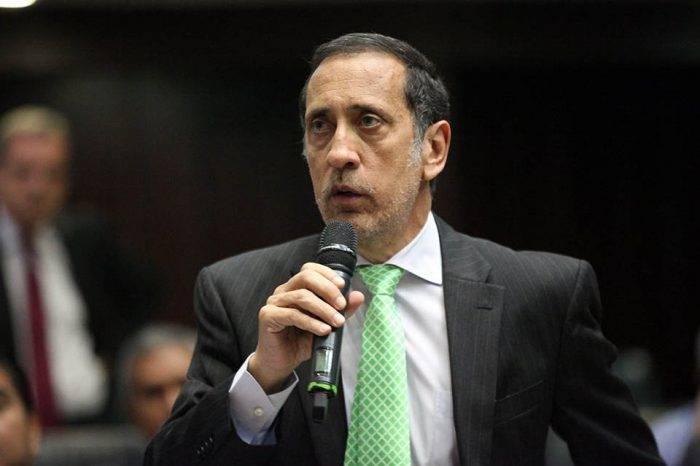 """José Guerra: Ocupación de farmacias y supermercados busca """"quebrar a la gente"""""""