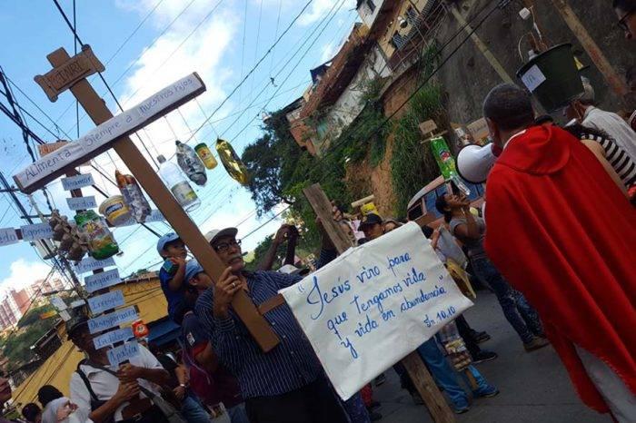 CRÓNICA | Las cruces bajaron de La Vega en consigna por una vida digna