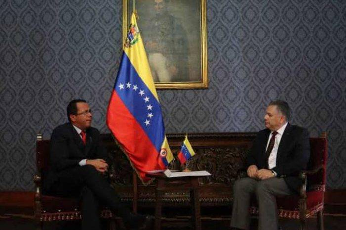 Cancillería entrega nota de protesta a Colombia por decir que el ELN está en Venezuela