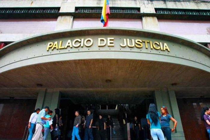Imputaron siete delitos a Juan Requesens tras más de 9 horas de espera en tribunales