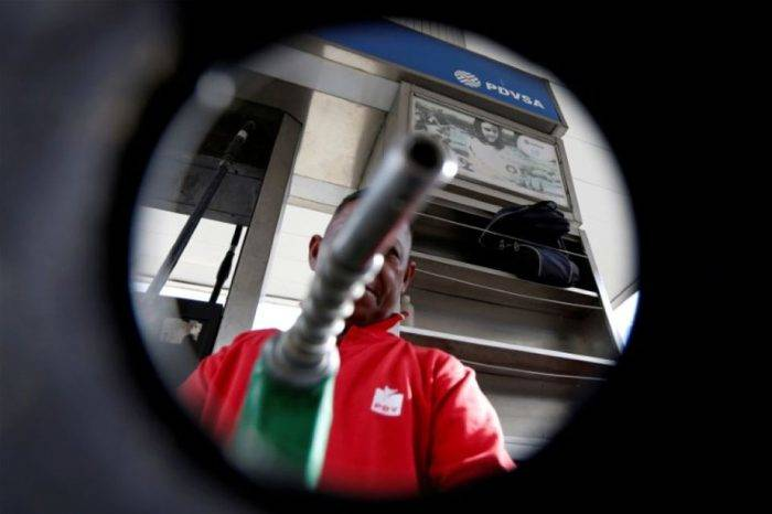 Maduro se prepara para anunciar que gasolina de 95 octanos costará BsS 1