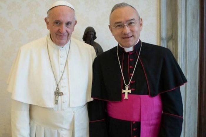 """Papa designa a monseñor venezolano como """"mano derecha"""" del cardenal Parolín"""