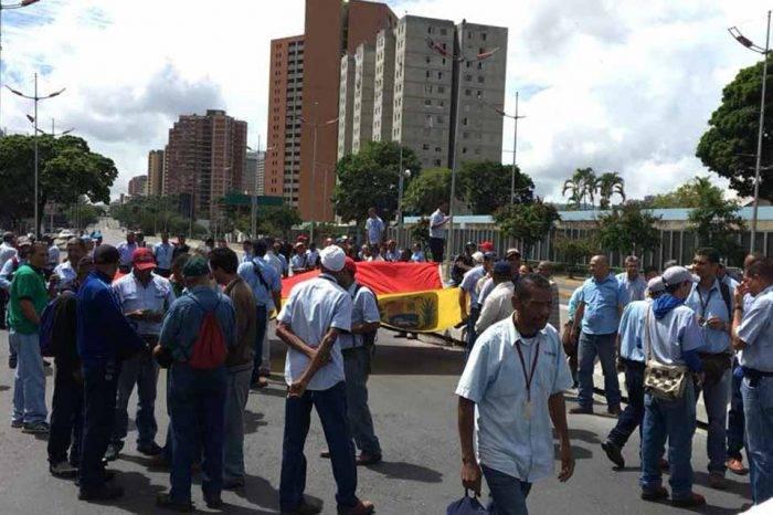 Trabajadores de Corpoelec protestan por un mejor sueldo en varios estados del país