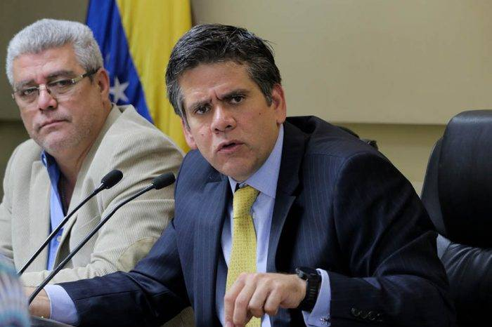 """Diputado Guzmán califica de """"desfasadas"""" medidas de reconversión propuestas por Maduro"""