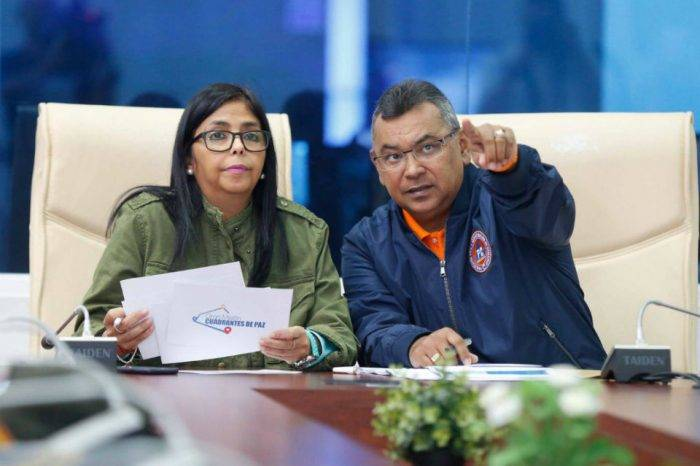 """El """"atentado"""" aburre, el país se hunde, por Naky Soto"""
