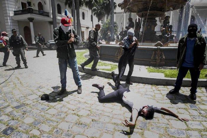 Terrorismo de estado en la AN. Foto: El Nuevo Herald