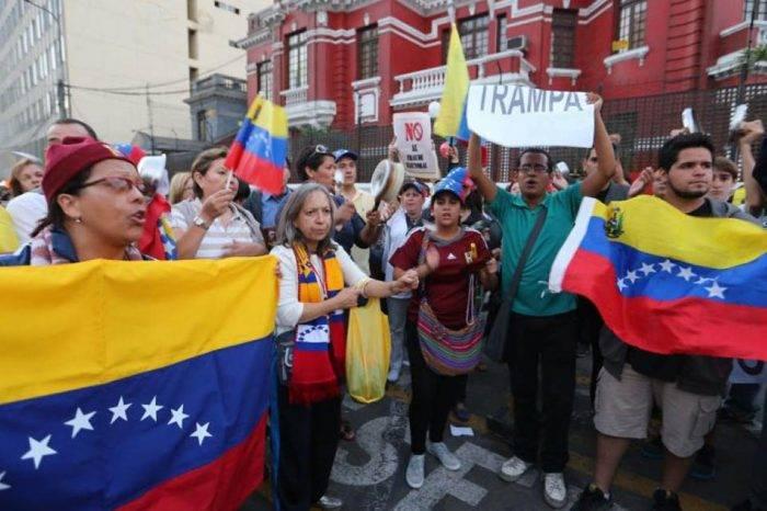"""Venezolanos en Perú prefieren """"lavar pocetas"""" antes que regresar al gobierno de Maduro"""