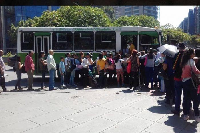 La anarquía se impuso a la hora de cobrar el pasaje en el transporte público
