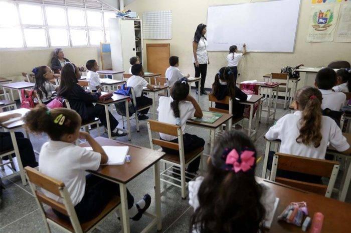 Para enviar a un estudiante a la escuela se necesitan al menos Bs 15,8 millones