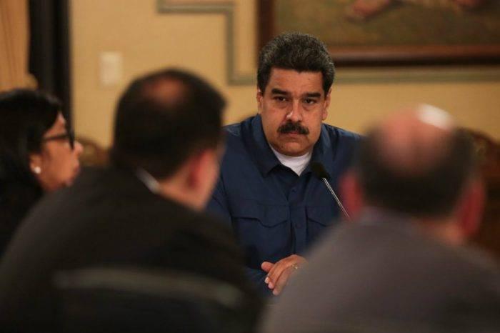 Maduro fija el salario mínimo en medio petro (Bs.S 1.800)
