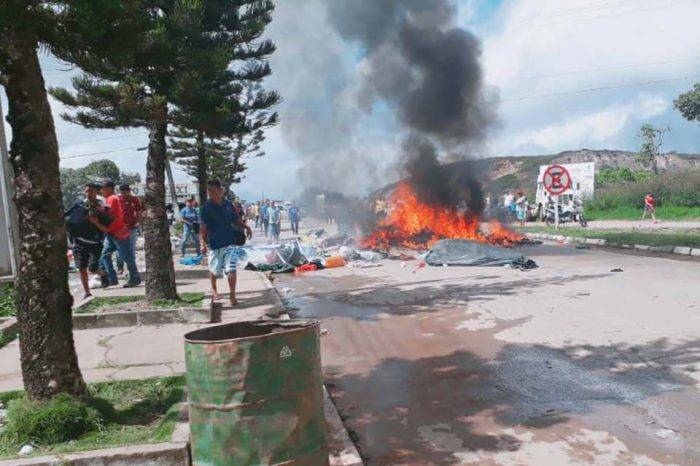 Violencia entre venezolanos y brasileños pudiera conducir a cierre de la frontera